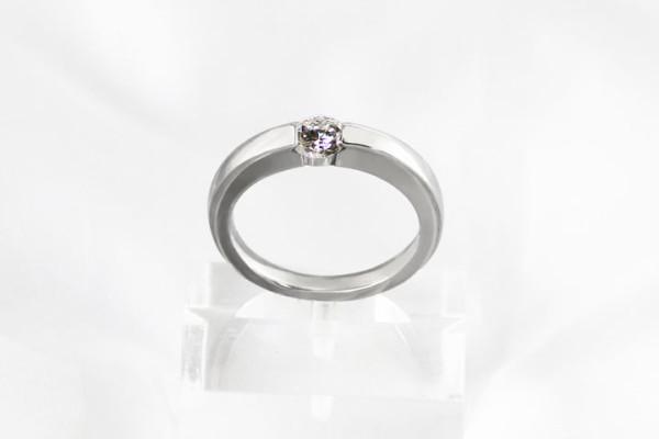 立て爪の婚約指輪からのリフォーム作品