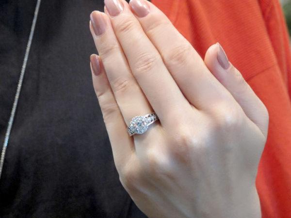 ダイヤモンドリングご着用の様子